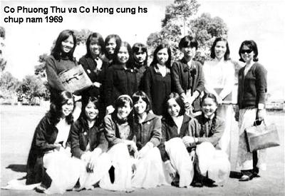 Co Phuong Thu va co Hong cung hs chup nam 1969